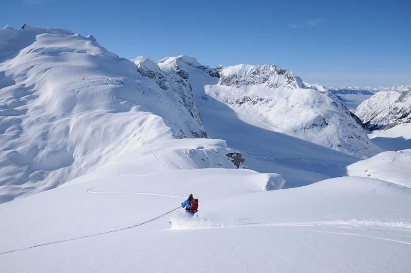 Skiing-Down-Ridge