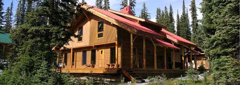 mistaya-lodge-summer