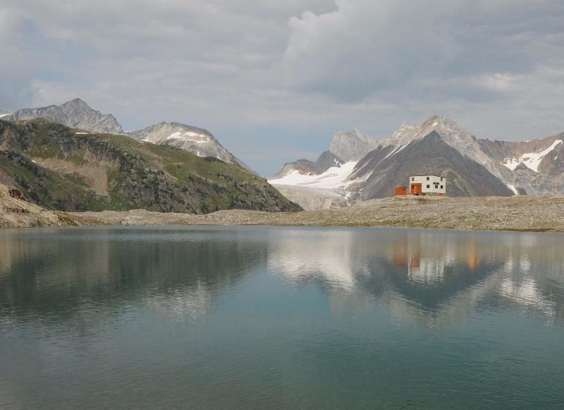 Selkirk-Mountain-Experience-Moloch-Lake-Summer