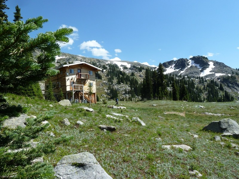 Valkyr-Lodge-summer-hiking